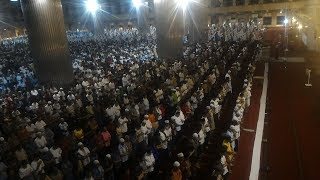 Ribuan Orang Salat Tarawih di Masjid Istiqlal