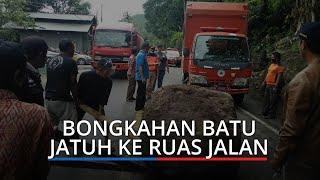 Dua Bongkahan Batu Menggelinding ke Ruas Jalan Padang-Painan, Jalur Transportasi Sempat Macet