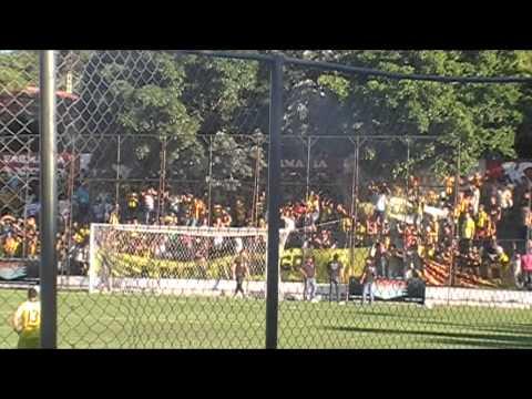 """""""LA RAZA AURINEGRA de locales en la arboleda ULTIMA FECHA clausura 2012 [HD]"""" Barra: La Raza Aurinegra • Club: Guaraní de Asunción"""