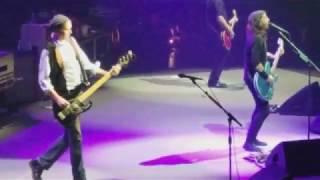 Reencuentro de los intergrantes de Nirvana durante un recital de Foo Fighters.