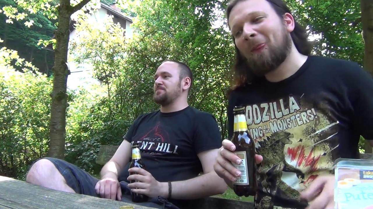 Picknick (?) mit VLOG (?) zum Retro-Freitag (?) wie In My Head (?) auf einer Bank
