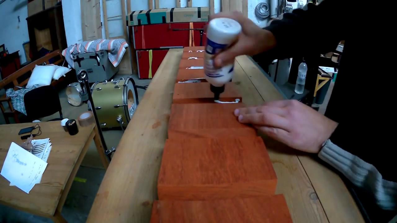 Colando blocos de madeira Padauk para uma caixa Stave