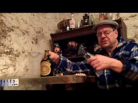 ralfy review 637 – Opening an old bottle of 'liqueur' whisky