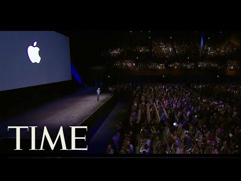 In The Crowd Of Apple's September 2017 Event: 360° View Of Excited Crowd Before Announcements | TIME