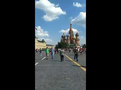 Mãe da Fome Visita A Catedral de São Basílio na Copa da Russia 2018