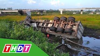 Xe đầu kéo lật xuống ruộng trên cao tốc TP. HCM - Trung Lương | THDT