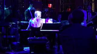 Lady Gaga - Bad Romance (Live at Rainbow Room)