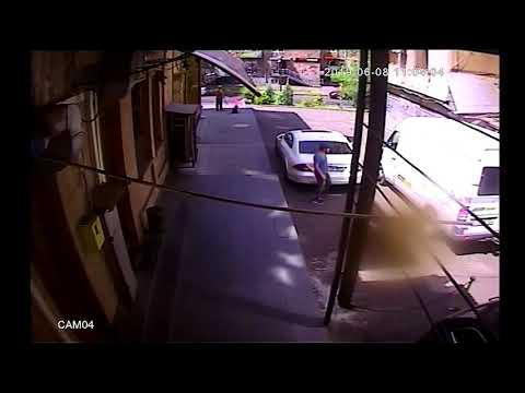 Գողություն` ավտոմեքենայի սրահից (տեսանյութ)