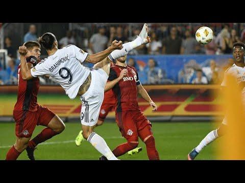 Zlatan Ibrahimovic faz um Golaço Acrobático e Chega ao Seu Gol de Número 500 na Carreira