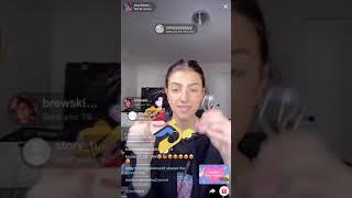 Charli Damelio doing her makeup on Live stream (05.03.2020)