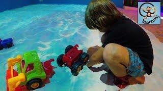 Машинки в песке, бассейн с шариками, детский лабиринт. МанкиТайм в Таиланде