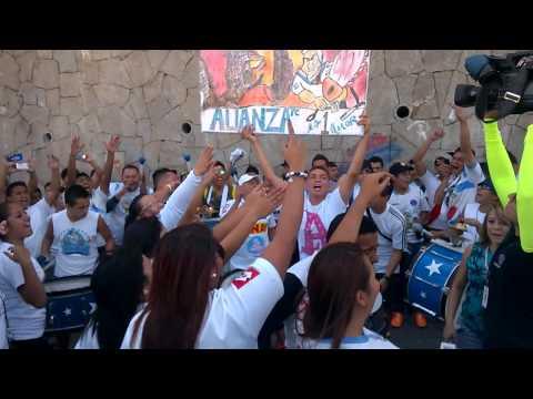 """""""""""Como No Te Voy A Querer"""" Alianza FC """"Ultra Blanca El salvador"""""""" Barra: La Ultra Blanca y Barra Brava 96 • Club: Alianza"""