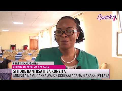 Minisita Namuganza simusanyufu nabasazaamu ebyapa  by'abesenza mu ntobazi