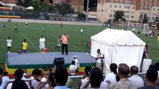 Abebe Belew Cracks Jokes At Festival
