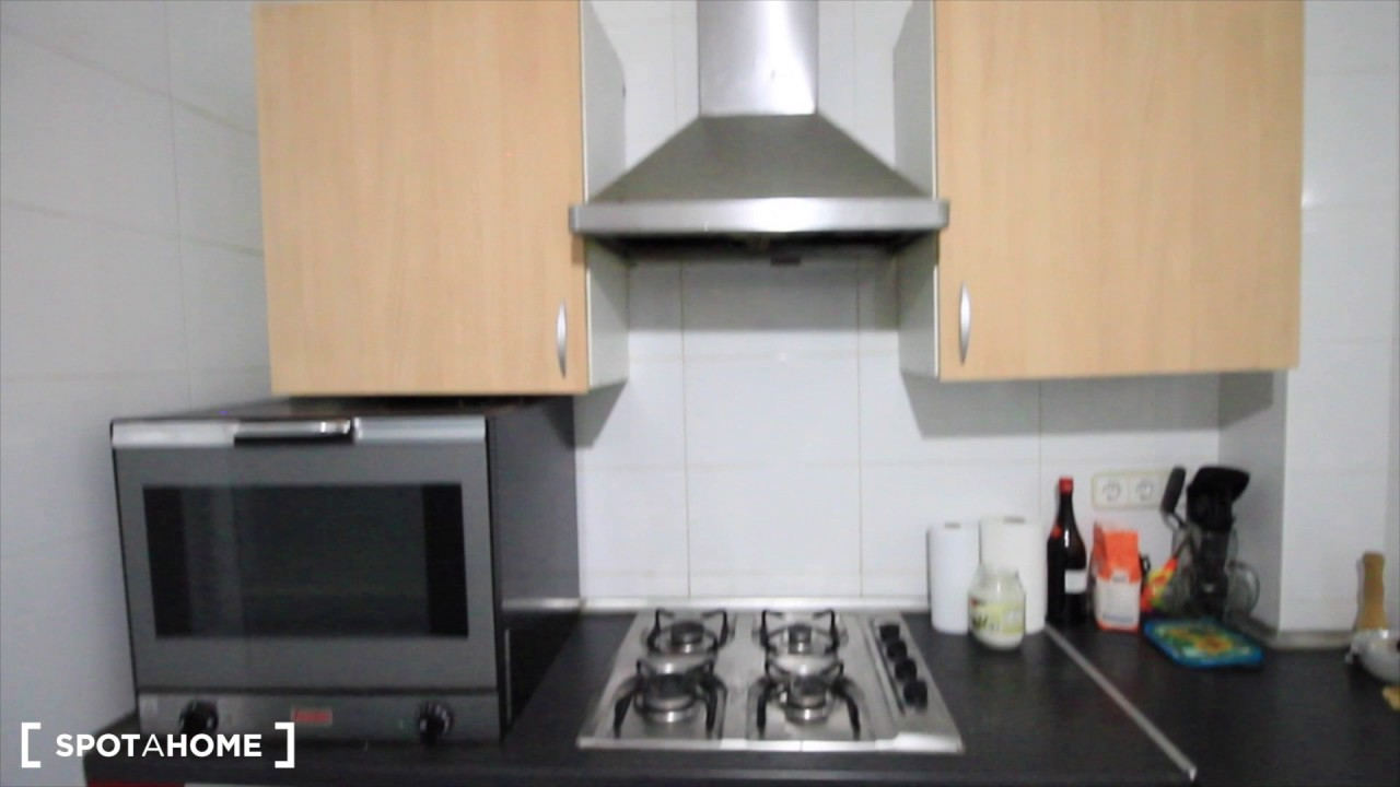 Double bed in Rooms for rent in a 6-bedroom apartment in Sants