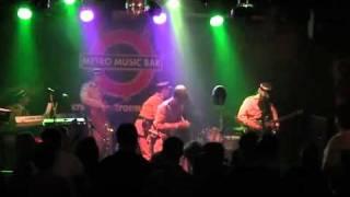 """Video """"Hladím si své tělo"""" Live in Metro Music Bar 6.12."""