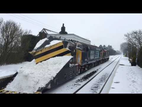 DRS 37425 & 37605 on snowplough duties on the Bittern Line 3…
