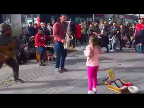 Latin Panas en plaza Cataluña