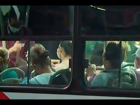 Por sobrecupo en un bus, Policía los hizo bajar y hasta les devolvieron el pasaje