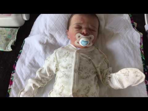 Como le cambio el pañal a mi muñeco Dylan si fuese un bebé de verdad
