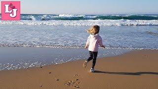 Счастливые моменты Атлантический океан Momentos felices Jugando en la playa