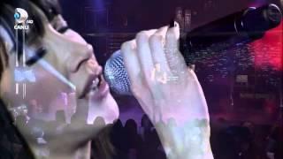 Hande Yener - Acı Veriyor #LivePerformance
