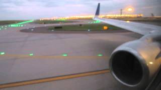 United Airlines Boeing 737-800 Takeoff from Denver