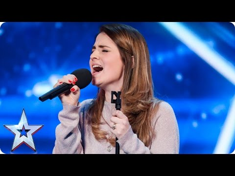 Hun begynner sangen, så skjer det utrolige
