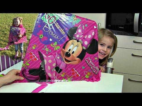 Hannah lässt ihren Minnie Maus Drachen steigen ♥ Disney Minnie Mouse Kite