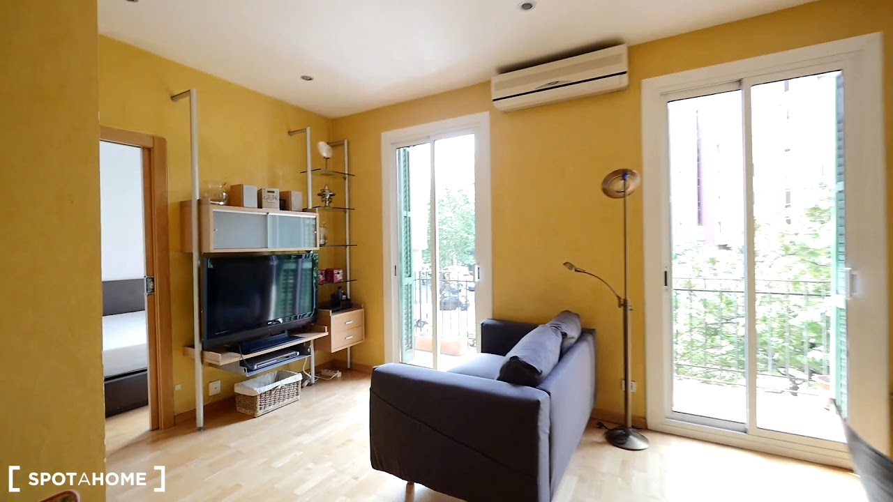 Sunny 2-bedroom apartment with balcony and AC for rent in Eixample