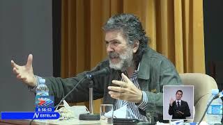 ¿Cómo se desarrolla el diálogo entre artistas y funcionarios de Cuba?