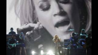 """Carrie Underwood covers """"Crazy"""" (originally by Patsy Cline)"""