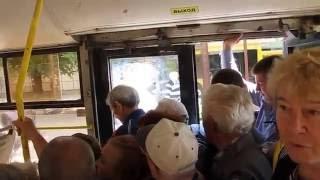г.  Волжский. Давка в автобусе.