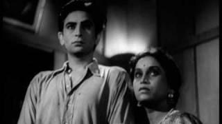 Aag  Raj Kapoor & Nargis Romantic Scenes  Zindagi Ka Faisla  Bollywood Classic Movie