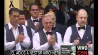 C5N EL ADIOS A NESTOR KIRCHNER MOZOS EMOCIONADOS