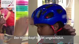 Video Film Kinder lernen Rad fahren: Der Fahrradhelm