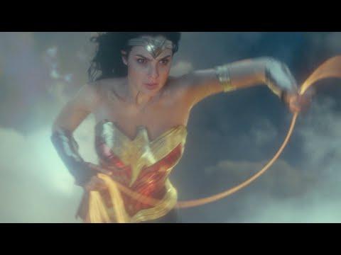 Wonder Woman 1984 trailer - CCXP - makeup for Gal Gadot