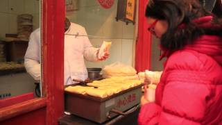 preview picture of video 'Street Food in Wangfujing, Beijing, China 2014'