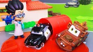 Мультики про машинки с игрушками для детей! Два Маквина –  Тачки и герои в масках новые серии!