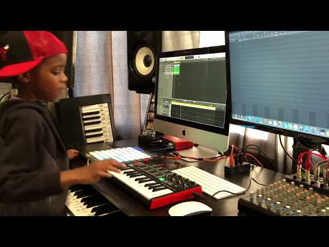 DJ Arch Jnr Creating a Hip Hop Beat In 4 Minutes Using Logic Pro (7yrs old)