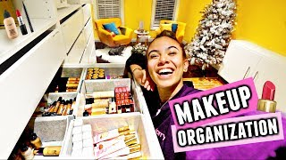 HUGE MAKEUP DECLUTTER!💄🗑️ Organize my makeup with me!