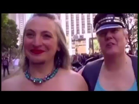 Donna fa un clistere prima del rapporto sessuale