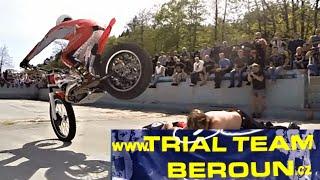 TRIAL TEAM BEROUN & Pavel Kohout-moto show in swimming pool,MOTO HADINKA 2015