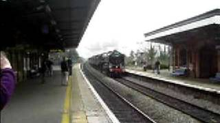 preview picture of video '70013 Oliver Cromwell passes through Taplow Station on 01-03-09'