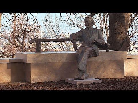 Kodály Zoltán szobra visszakerült eredeti helyére - video preview image