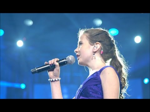 Amira Willighagen Sings 'O Sole Mio'