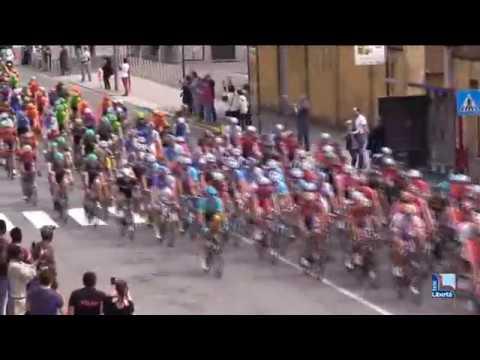 Il Giro d'Italia passa a Piacenza e provincia tra due ali di folla