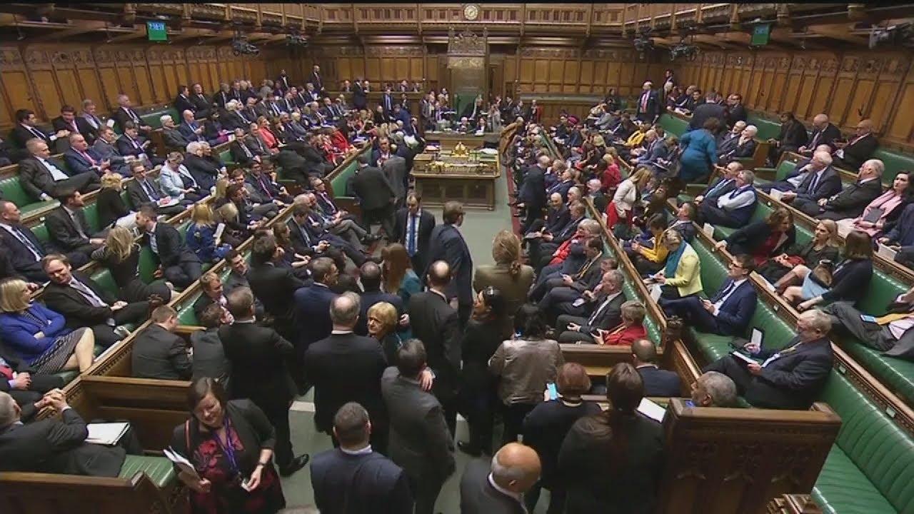 Η Τερέζα Μέι  επιβίωσε της πρότασης μομφής – Αναζητεί τώρα τη συναίνεση για το Brexit