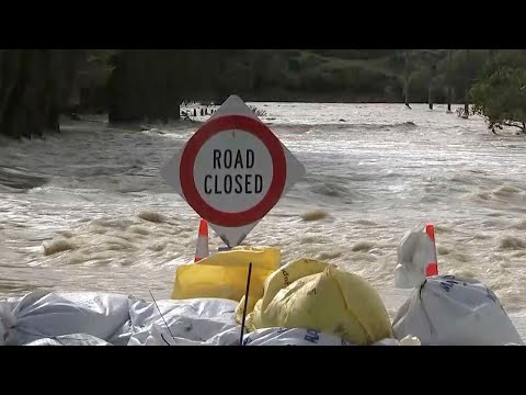 Floods force thousands to evacuate in New Zealand after metre of rain