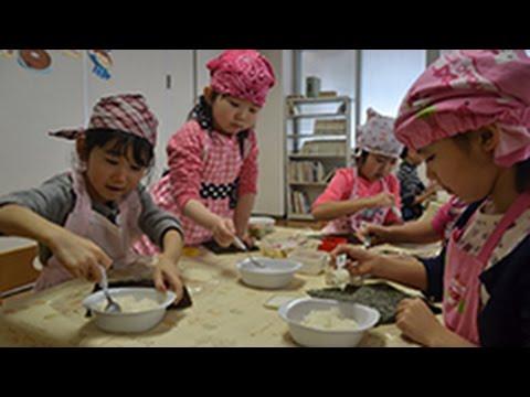 育てたお米でおにぎり作り 小樽中央幼稚園 (2015/03/10) 北海道新聞